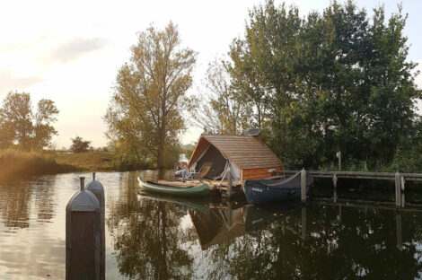 Floating lodge Uitermeer